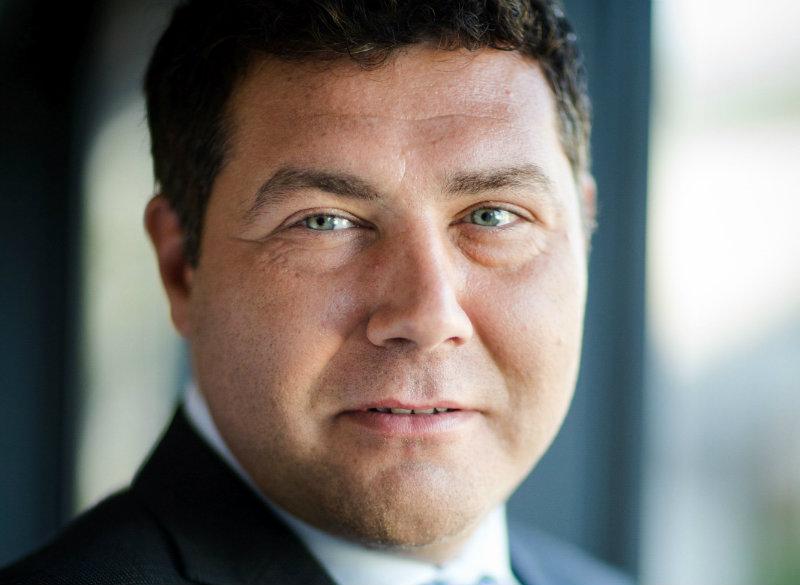 """Cosmin Vladimirescu, General Manager, Romania, MasterCard: Credem că legea cash-back reprezintă un pas firesc în această direcție a fiscalizării economiei, încurajând transparența, dezvoltarea sustenabilă și progresul prin utilizarea pe scara largă a plăților electronice""""."""