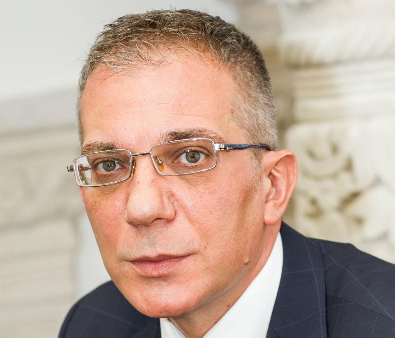 Traian Halalai, 49 de ani, conduce EximBank din noiembrie 2012, anterior fiind director adjunct la Banca Romaneasca.